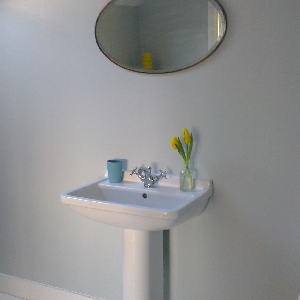 Bathroom sink with thirties mirror on chain