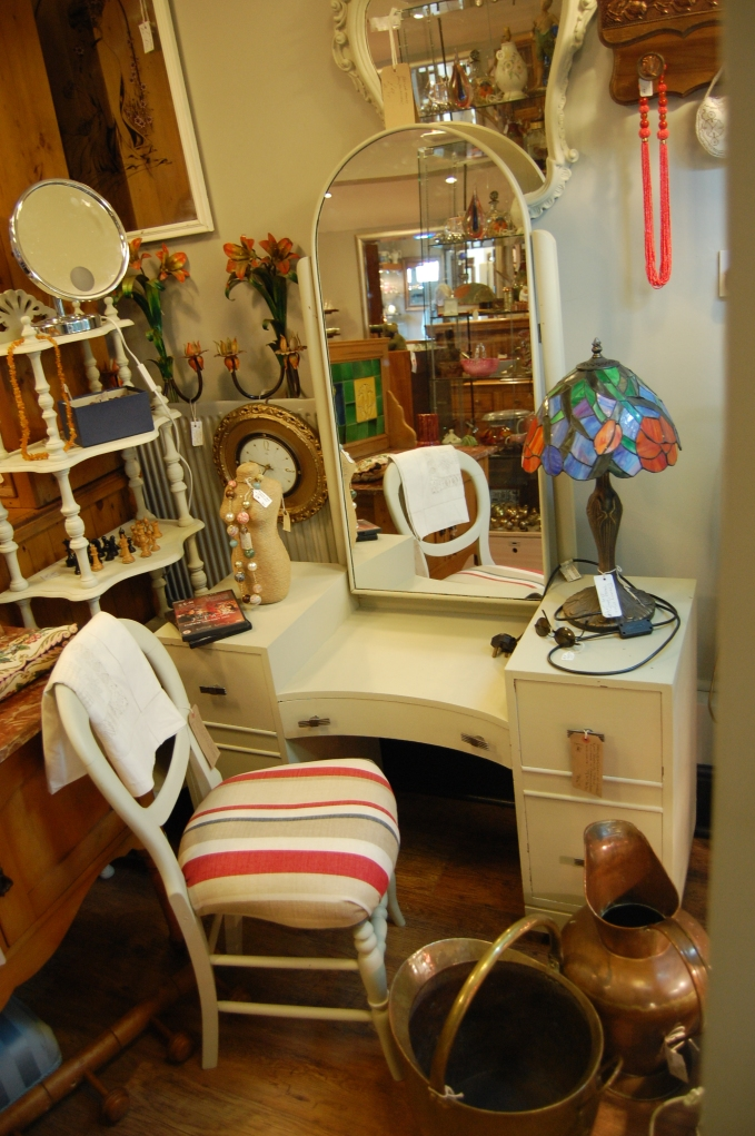 Swan Antiques, Boxmoor - dressing table