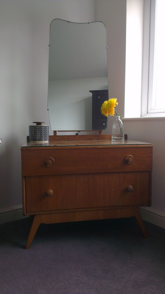 1950s retro dressing table