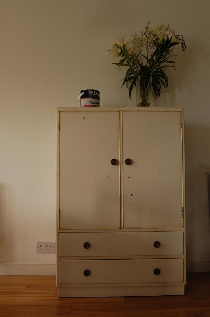 Austinsuite cupboard - before