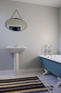 basin chain mirror roll top bath Mexican rug